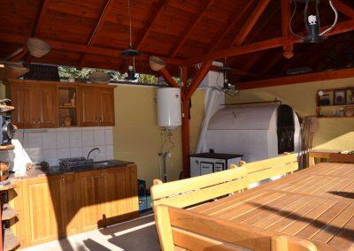 Fenyő kerti konyha, asztal és szék