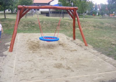 Hintaállvány fészekhintával homok ütéscsillapítás_1