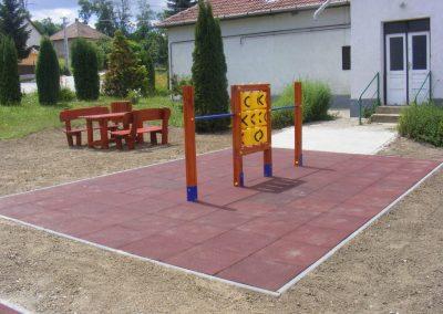 fenyő játszótér, amőba játék, készség fejlesztés, kerti pad beülő_1