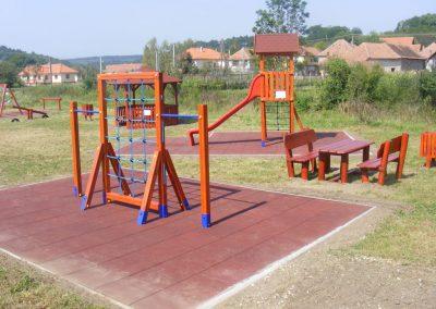 fenyő játszótér, gumi ütéscsillapítás, mászókombináció, egyensúlyozóval, kerti pad beülővel_1
