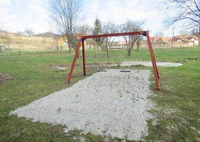 fenyő játszótér, kétüléses hinta, lapülő, homok ütéscsillapítás_1