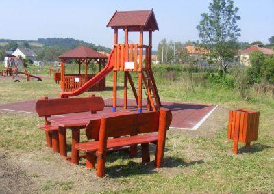 fenyő játszótér, két tornyú vár, kerti pad, beülő_1