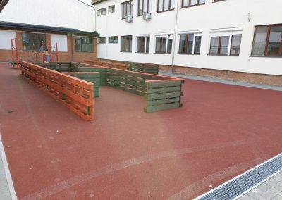 fenyő fa labirintus, mozgás korlátozott gyerekek részére, játszótér