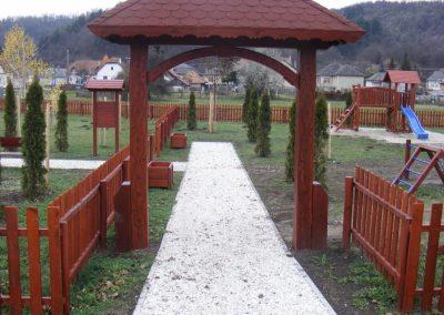fenyő játszótér, fenyő kapu, fenyő kerítés
