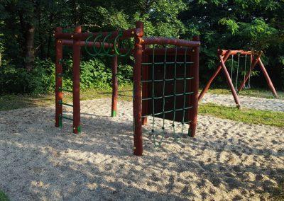 fenyő játszótér, homok ütéscsillapítás, mászókombináció