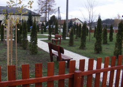 fenyő kerítés, fenyő háttámlás paddal
