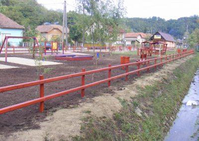 fenyő kerítés, fenyő játszótér, játszótéri elemek