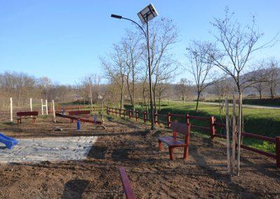 fenyő kerítés, háttámlás pad, fenyő játszótér, homok ütéscsillapítás, csúszda