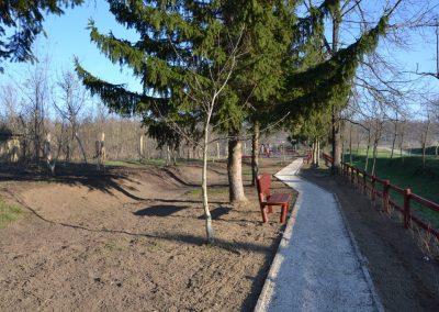 fenyő kerítés, háttámlás pad
