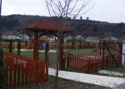 fenyő kerítés, kapu