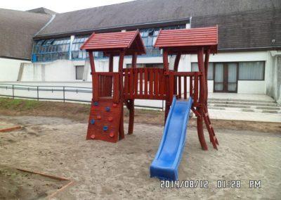 homok ütéscsillapítás, két tornyú vár, csúszda, mászófal