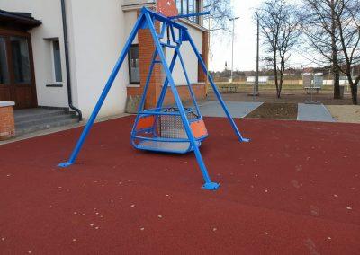 kerekes székes hinta, mozgás korlátozott gyerekek részére, játszótér